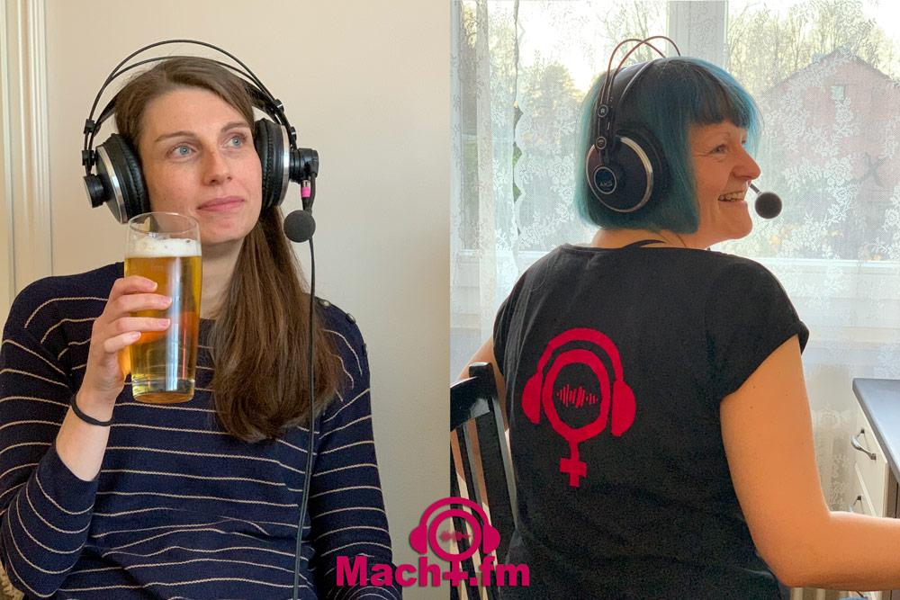 Dr.in Macht mit Bier schaut in die Zukunft und Hiwi Macht lacht zurück